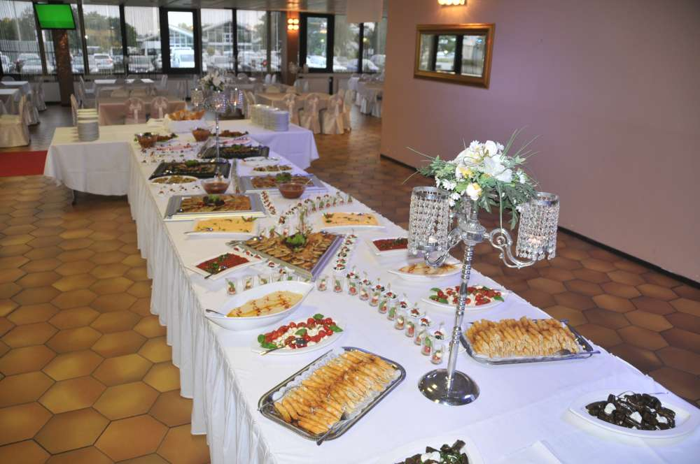Hochzeitsessen acorumpark hochzeitssaal festsaal mainz for Dekoration mainz